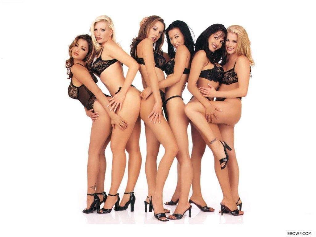 компания голых девушек фото